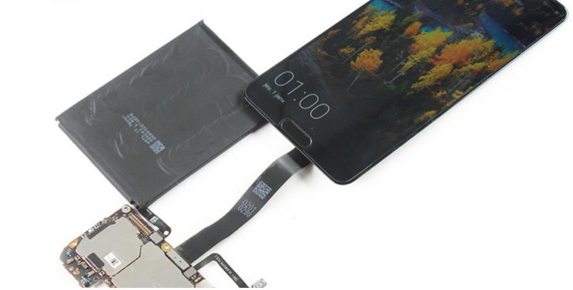 Le Huawei P20 sur la table d'opération chez SOSav !