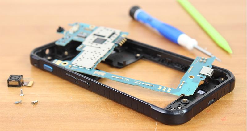 Est-ce dangereux de réparer son smartphone soi-même?
