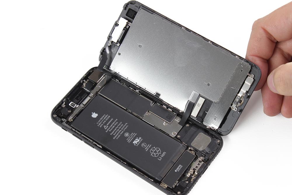 Ouverture d'un iPhone 7 comme un livre