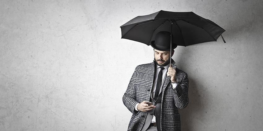 Utiliser smartphone sous la pluie